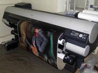 Canon IPF 9000 - плоттер для широкоформатной интерьерной печати